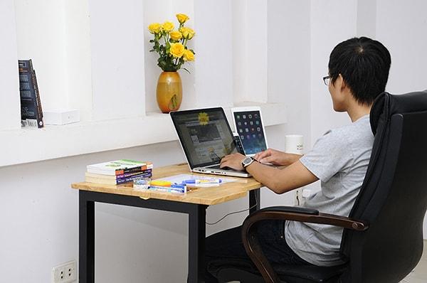 Cách sắp xếp bàn làm việc gọn gàng